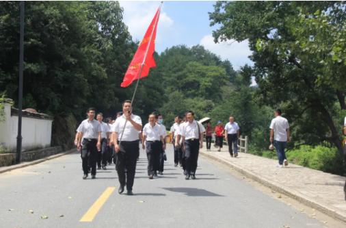 庆八一 大桥石化集团党委组织公司退役军人、党员赴大别山开展主题党日活动