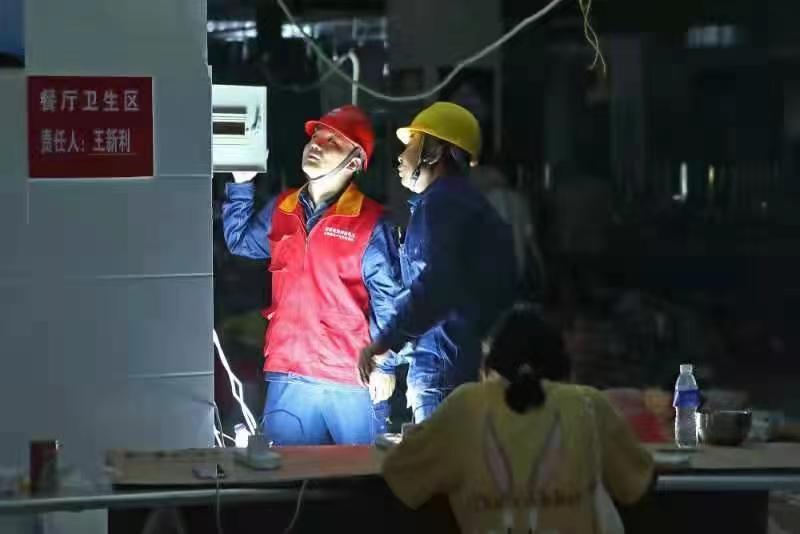 国网河南电力全力攻坚 郑州274个小区已恢复供电